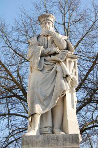 Statue Aventinus Abensberg