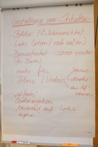 Foto der an einer Flipchart gesammelten Ideen zur Gestaltung von Inhalten