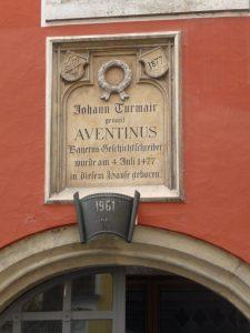 Gedenktafel am Geburtshaus des Aventinus
