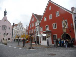 Foto Stadtplatz Abensberg mit Geburtshaus des Aventinus
